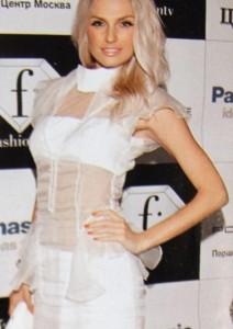 Саша Савельева в платье коллекции Autumn-Winter 2011-2012